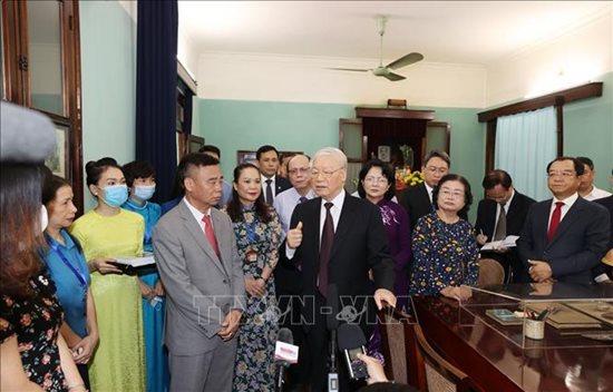 Tổng Bí thư, Chủ tịch nước Nguyễn Phú Trọng dâng hương tưởng niệm Chủ tịch Hồ Chí Minh - Ảnh 4
