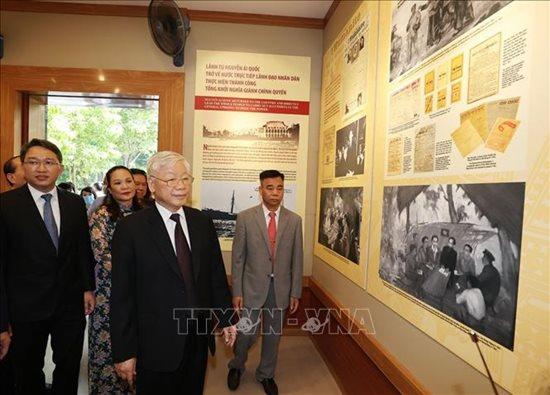 Tổng Bí thư, Chủ tịch nước Nguyễn Phú Trọng dâng hương tưởng niệm Chủ tịch Hồ Chí Minh - Ảnh 5