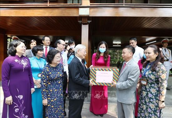 Tổng Bí thư, Chủ tịch nước Nguyễn Phú Trọng dâng hương tưởng niệm Chủ tịch Hồ Chí Minh - Ảnh 7