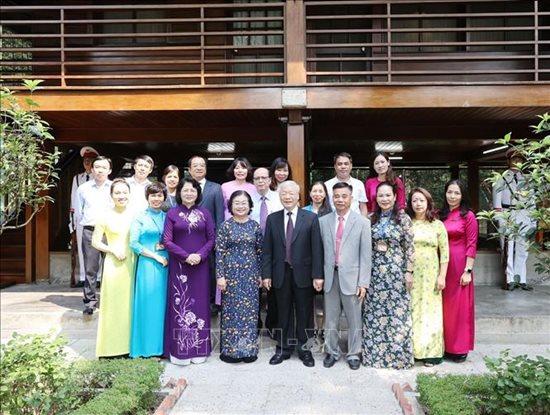 Tổng Bí thư, Chủ tịch nước Nguyễn Phú Trọng dâng hương tưởng niệm Chủ tịch Hồ Chí Minh - Ảnh 8