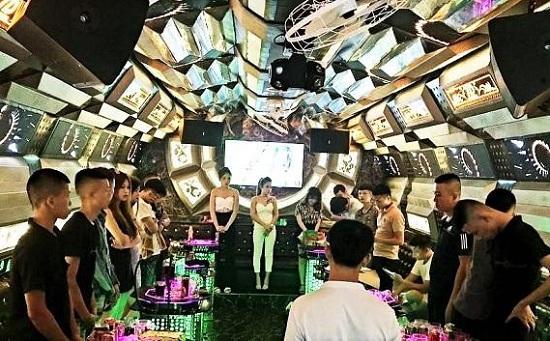 Hà Tĩnh: Phát hiện 13 nam nữ bay lắc trong tiếng nhạc chát chúa tại quán karaoke Thiên Đường - Ảnh 1
