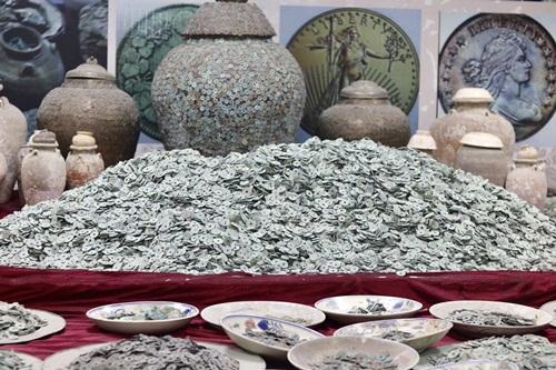 """Bí mật bất ngờ trong bộ sưu tập của """"siêu đại gia"""" sở hữu 10 tấn tiền cổ - Ảnh 2"""