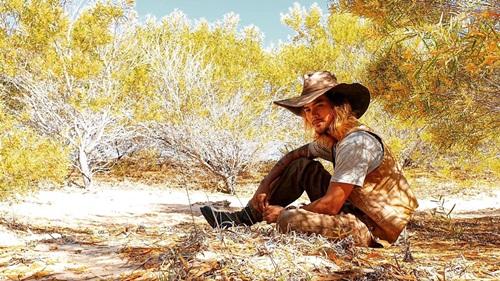 Chàng chăn cừu phim Cát đỏ: Hé lộ chuyện diễn dưới nắng nóng… lột da, e ngại đóng cảnh tình tứ với Thuý Diễm - Ảnh 1