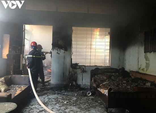 Hải Phòng: Đốt vàng mã ngày Rằm tháng 7 khiến ngôi nhà 2 tầng bốc cháy ngùn ngụt - Ảnh 1