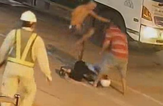 Khánh Hòa: Tạm giam 2 đối tượng hành hung nhân viên trạm BOT Ninh Xuân phải nhập viện vì thương tích nặng - Ảnh 1