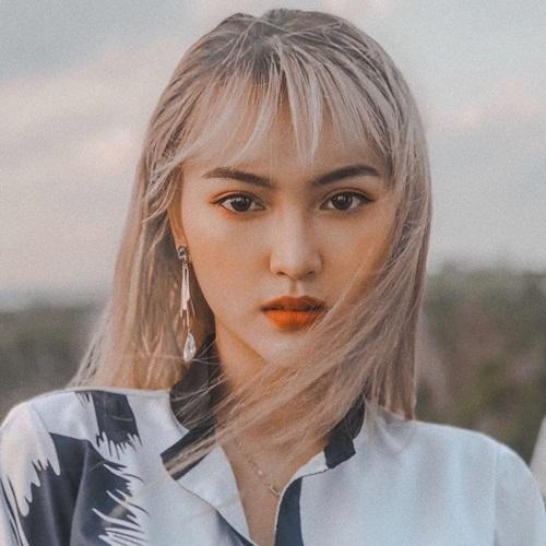"""Nữ sinh 2K tóc bạch kim nổi bật, """"đẹp lạ"""" giữa """"rừng hoa"""" Hoa hậu Việt Nam 2020 - Ảnh 1"""