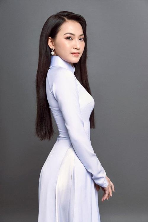 """Nữ sinh 2K tóc bạch kim nổi bật, """"đẹp lạ"""" giữa """"rừng hoa"""" Hoa hậu Việt Nam 2020 - Ảnh 8"""