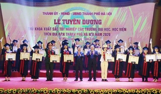 Hà Nội: Vinh danh 88 thủ khoa tốt nghiệp xuất sắc năm 2020 - Ảnh 1