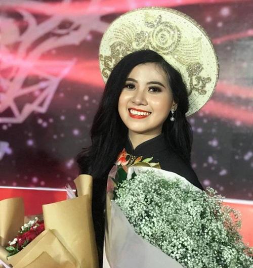 """Nữ sinh Học viện Hàng không với nụ cười """"tỏa nắng"""": Giỏi 2 ngoại ngữ, nhận nhiều học bổng, được kỳ vọng """"làm nên chuyện"""" ở Hoa hậu Việt Nam 2020 - Ảnh 2"""