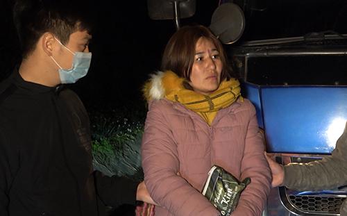 """Nửa đêm ôm túi đứng bên đường, """"sơn nữ"""" bị phát hiện vận chuyển """"nàng tiên nâu"""" - Ảnh 1"""