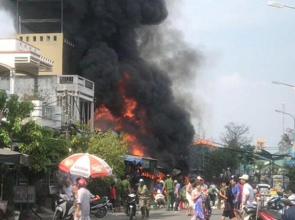 Sóc Trăng: Cháy nhiều nhà dân, ki-ốt, một người tử vong thương tâm - Ảnh 1