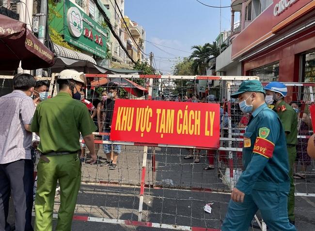 Chùm ca bệnh tại sân bay Tân Sơn Nhất: Không có triệu chứng, âm tính nhanh sau dương tính - Ảnh 1