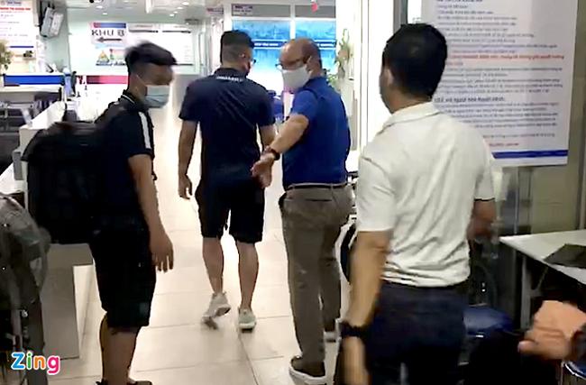 Hà Nội FC báo tin không vui về Hùng Dũng, HLV Park Hang-seo lo lắng vào thăm lúc nửa đêm - Ảnh 1