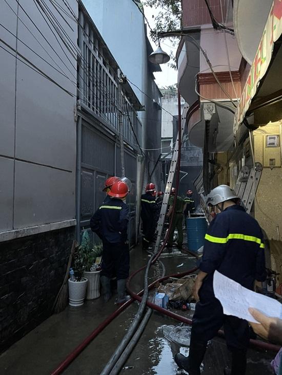 Cận cảnh hiện trường vụ cháy nhà ở TP.HCM làm 8 người tử vong - Ảnh 3