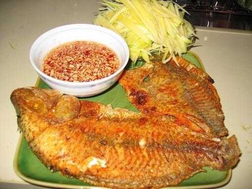 Những sai lầm nguy hiểm khi ăn cá mà nhiều người mắc phải - Ảnh 1