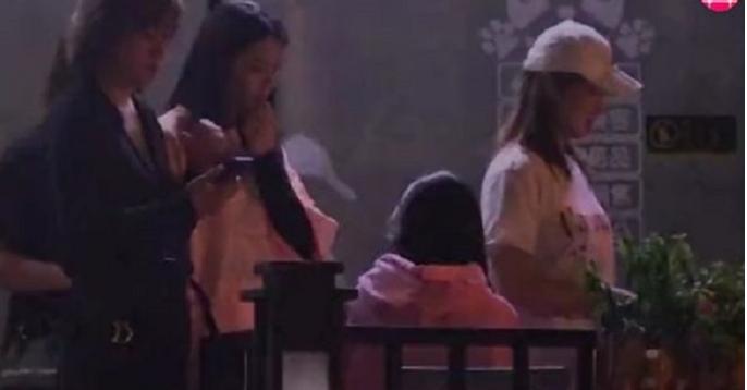 Tin tức giải trí mới nhất ngày 10/8: Angela Baby vui chơi ở quán bar đến 2h sáng - Ảnh 2