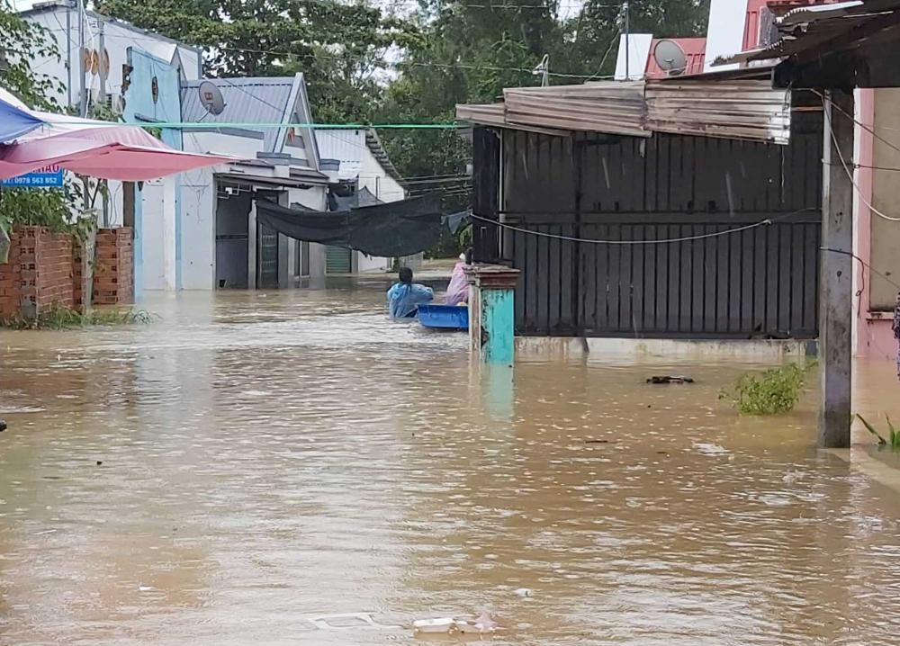 """Phú Quốc """"chìm trong biển nước"""", 2.000 người phải sơ tán sau trận mưa dài kỉ lục - Ảnh 2"""