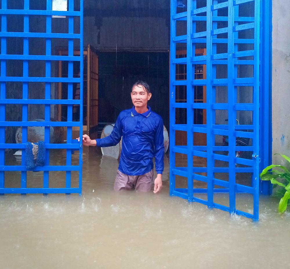 """Phú Quốc """"chìm trong biển nước"""", 2.000 người phải sơ tán sau trận mưa dài kỉ lục - Ảnh 6"""