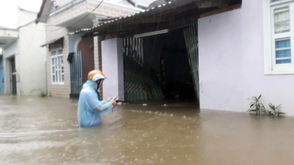 """Phú Quốc """"chìm trong biển nước"""", 2.000 người phải sơ tán sau trận mưa dài kỉ lục - Ảnh 7"""