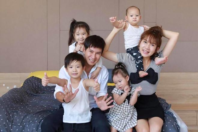 Những sao Việt làm cha khi tuổi đã lớn: Người phong độ ngời ngời, người miệt mài kiếm tiền nuôi con - Ảnh 2