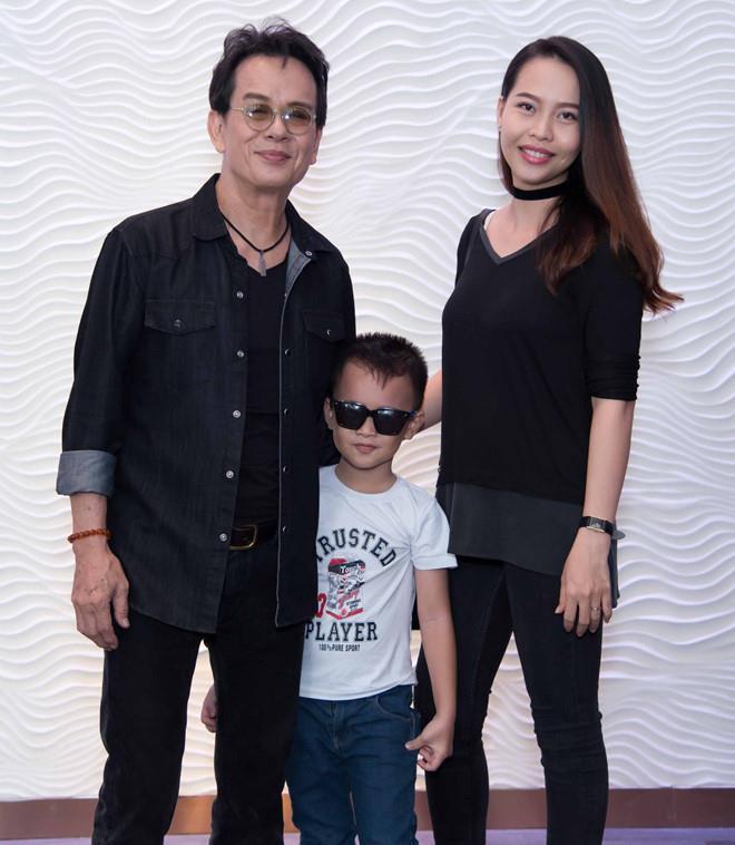Những sao Việt làm cha khi tuổi đã lớn: Người phong độ ngời ngời, người miệt mài kiếm tiền nuôi con - Ảnh 3