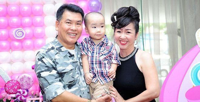 Những sao Việt làm cha khi tuổi đã lớn: Người phong độ ngời ngời, người miệt mài kiếm tiền nuôi con - Ảnh 5