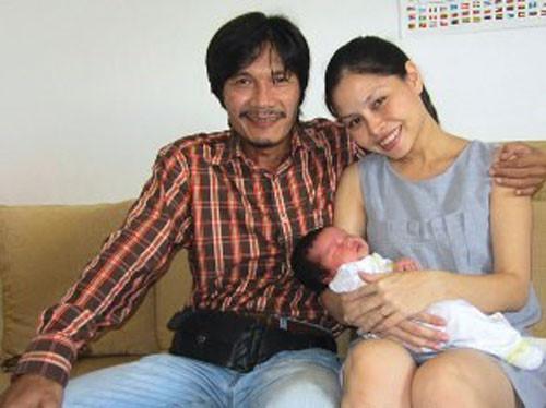 Những sao Việt làm cha khi tuổi đã lớn: Người phong độ ngời ngời, người miệt mài kiếm tiền nuôi con - Ảnh 6