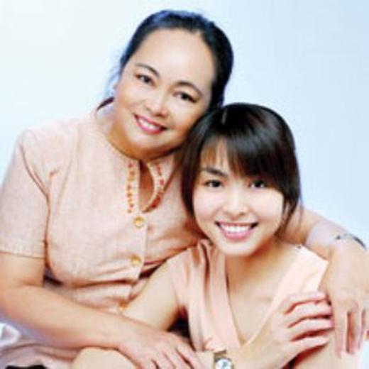 Hà Tăng sống trong biệt thự dát vàng nhưng nhà bố mẹ đẻ lại vô cùng giản dị - Ảnh 2