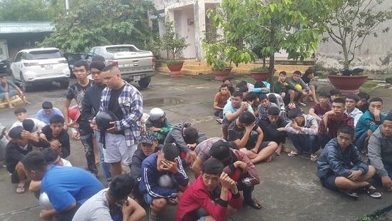 Hậu Giang: 140 thanh niên tổ chức đua xe trái phép bị bắt giữ - Ảnh 1