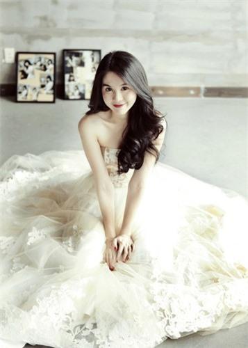 Ngọc Trinh diện váy cưới đẹp lộng lẫy gây bất ngờ - Ảnh 4