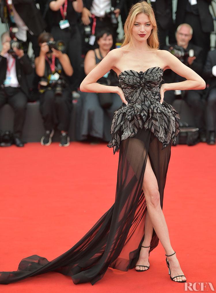 """Dàn chân dài Victoria's Secret """"đốt nóng"""" thảm đỏ Liên hoan phim Venice - Ảnh 6"""