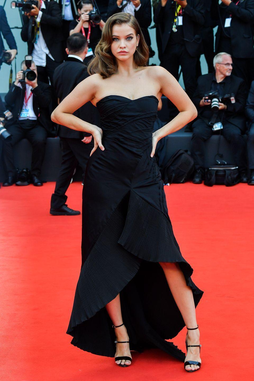 """Dàn chân dài Victoria's Secret """"đốt nóng"""" thảm đỏ Liên hoan phim Venice - Ảnh 10"""