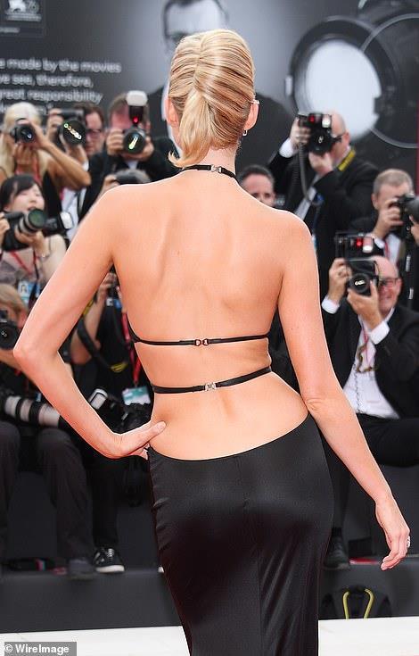 """Dàn chân dài Victoria's Secret """"đốt nóng"""" thảm đỏ Liên hoan phim Venice - Ảnh 3"""