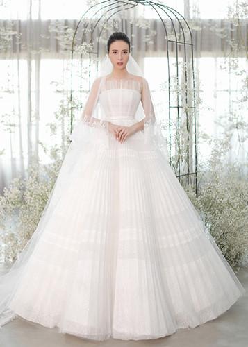 Sau đám cưới, Đàm Thu Trang bất ngờ hé lộ về chiếc váy đặc biệt trong hôn lễ - Ảnh 2