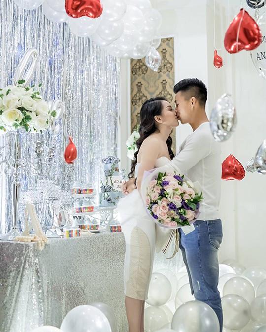 Hậu vệ Văn Thanh khoe 'ảnh nóng' với bạn gái khiến fan ghen tị - Ảnh 3