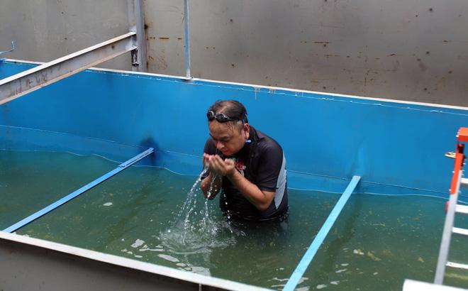Chuyên gia Nhật Bản tự tin tắm nước sông Tô Lịch - Ảnh 2