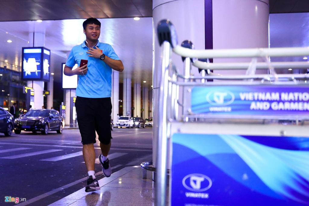 U22 Việt Nam về nước trong đêm, thủ môn Văn Toản suýt bị bỏ lại ở sân bay Nội Bài - Ảnh 3