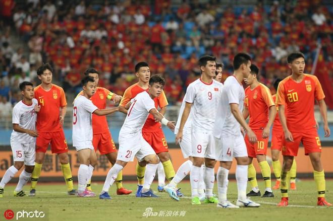 U22 Việt Nam về nước trong đêm, thủ môn Văn Toản suýt bị bỏ lại ở sân bay Nội Bài - Ảnh 4