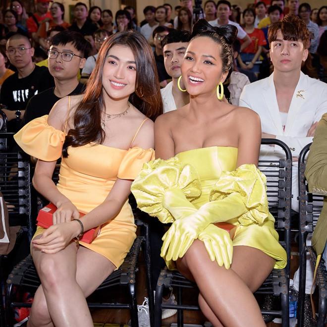 """Bị đồn """"dao kéo"""" vòng một, Hoa hậu H'Hen Niê bất ngờ lên tiếng - Ảnh 3"""