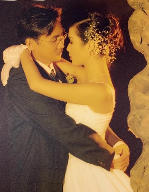 Tin tức giải trí mới nhất ngày 22/9: Trịnh Kim Chi khoe ảnh cưới cũ, bà xã Quyền Linh chia sẻ kỷ niệm vui cùng chồng - Ảnh 1