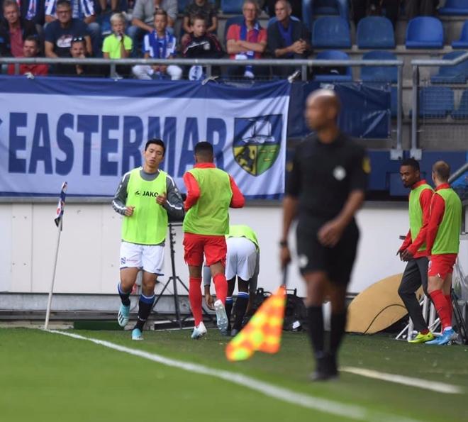 Đã khởi động nhưng Văn Hậu vẫn chưa có cơ hội ra sân ở trận Heerenveen - Utrecht - Ảnh 2
