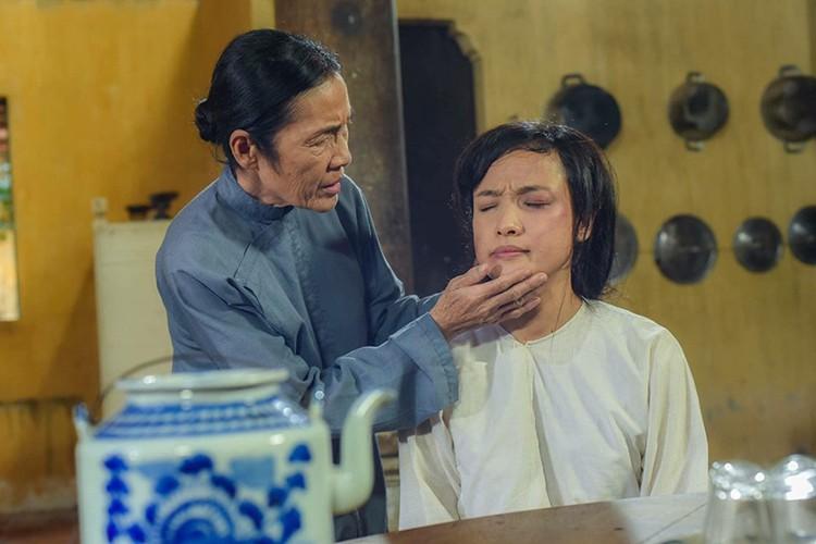 """Nhan sắc Lê Bê La xinh đẹp khác """"một trời một vực"""" với cô hầu gái trong phim """"Tiếng sét trong mưa"""" - Ảnh 2"""