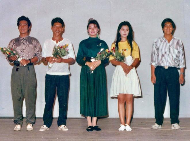 Tin tức giải trí mới nhất ngày 28/9: Bức ảnh ấn tượng nhất trong ngày Việt Trinh chụp chung cùng Lý Hùng 30 năm trước - Ảnh 1
