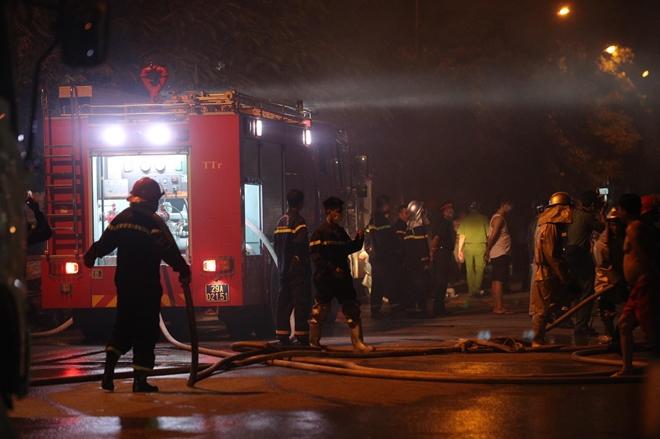 Cháy khu nhà xưởng đồ chơi tại KCN Ngọc Hồi, một ô tô bị thiêu rụi - Ảnh 1