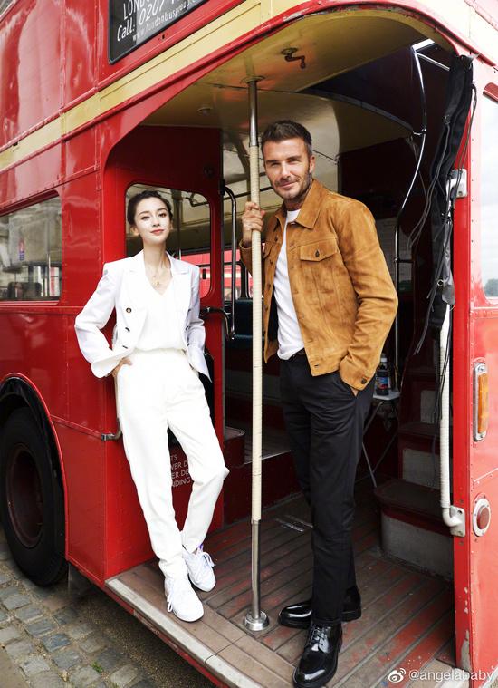 Angelababy thần thái rạng ngời sánh đôi cùng David Beckham - Ảnh 2