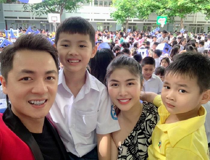 """Sao Việt hồ hởi """"hộ tống"""" con tới trường trong ngày khai giảng - Ảnh 5"""