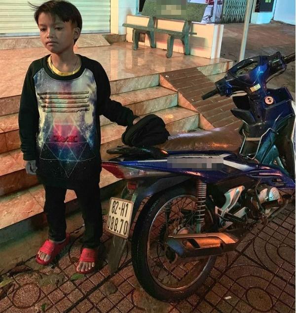 """""""Phượt thủ"""" tuổi 13, liều lĩnh chạy xe máy gần 300km hết xăng không biết đường về - Ảnh 1"""