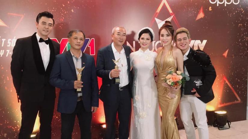 'Về nhà đi con' xuất sắc giành 3 giải thưởng tại VTV Awards 2019 - Ảnh 1