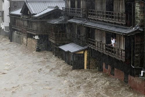 Siêu bão Hagibis mạnh nhất sau 61 năm tấn công vào Nhật Bản - Ảnh 2