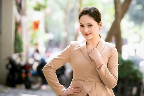 Tin tức giải trí mới nhất ngày 17/10: Hà Hồ đọ sắc cùng Victoria, Lan Phương sợ cuộc sống ở Hà Nội - Ảnh 2